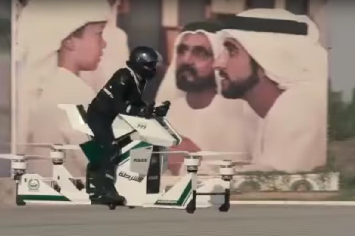 Dubajská policie s létajícím dronem
