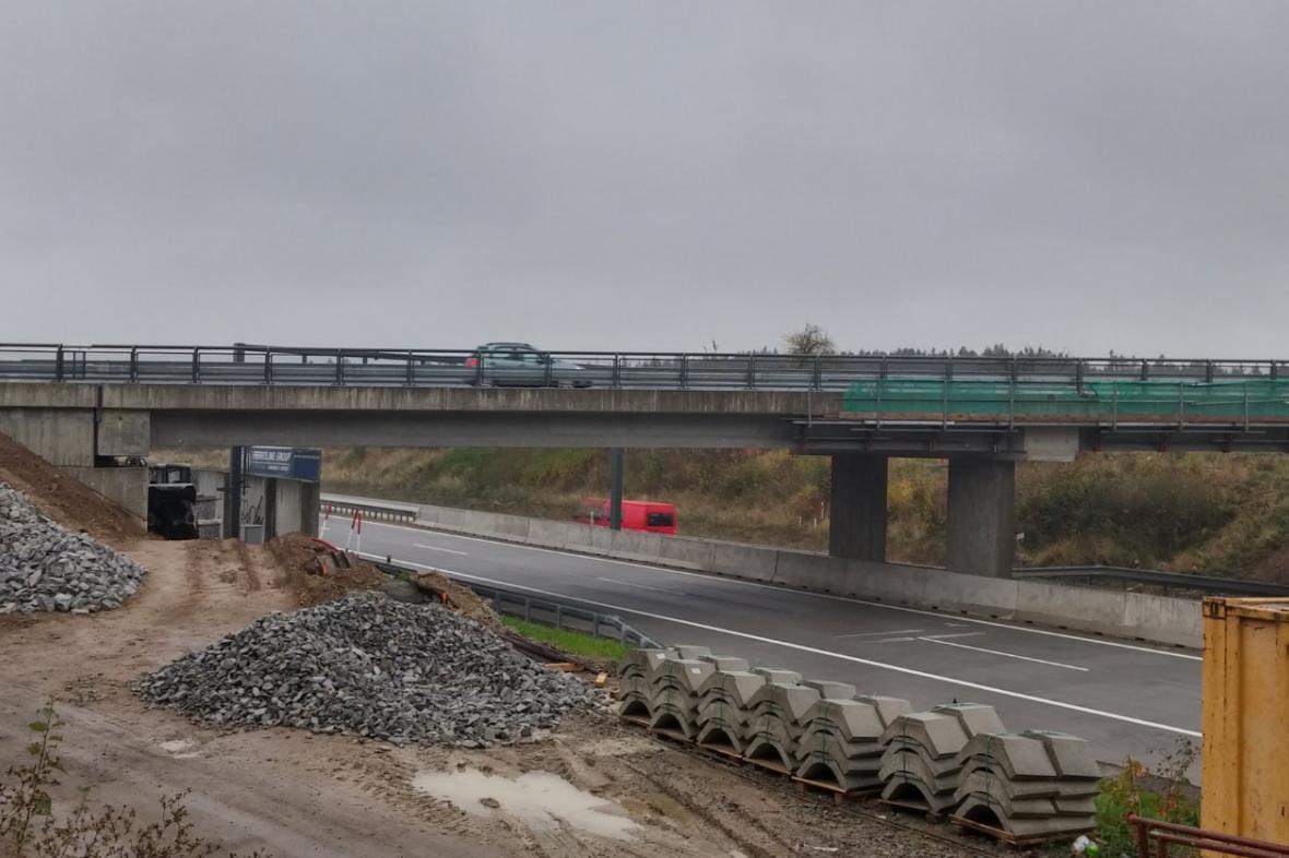 Nový most přes D1 u Měšína