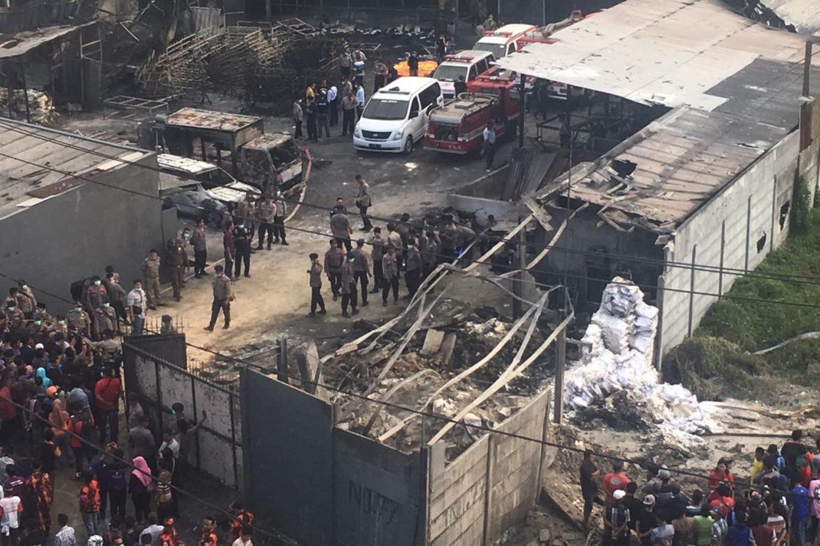 Výbuch továrny na předměstí Jakarty