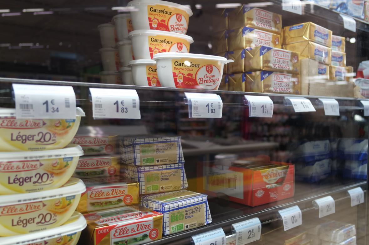 Nedostatek másla v pařížském obchodu.