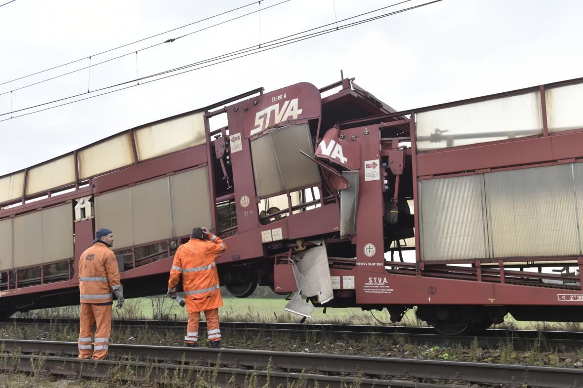 Srážka dvou nákladních vlaků mezi Lysou a Kostomlaty