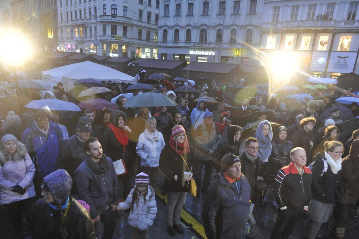 Vzpomínková akce na brněnském náměstí Svobody
