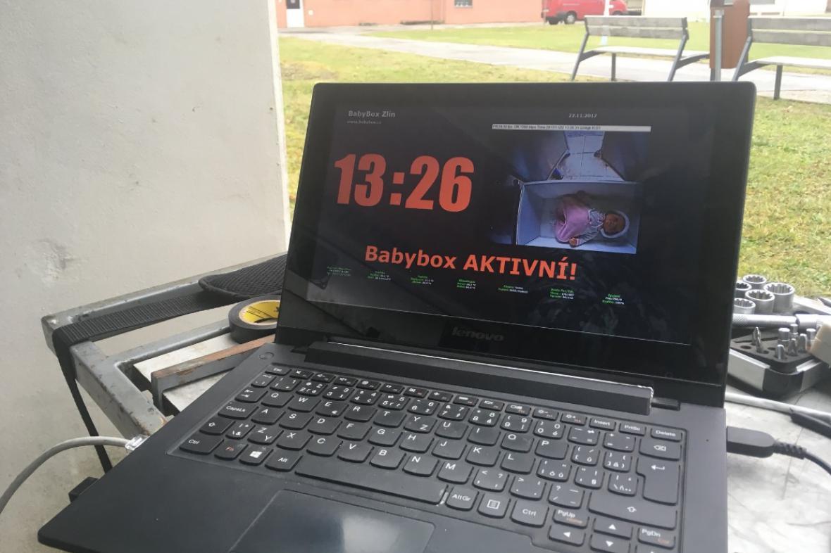 Babybox je připojený k internetu k datové síti nemocnice