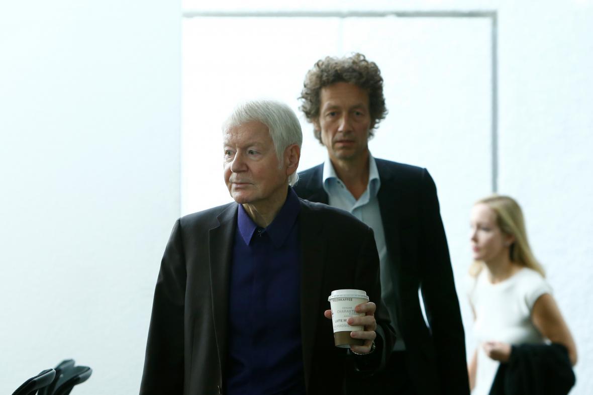Anton Schlecker, jeho syn Lars a dcera Maike u soudu (zleva).