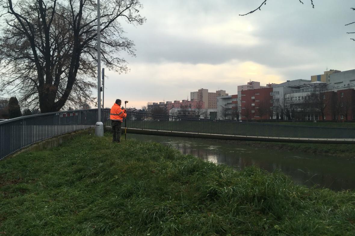 Uzavřená lávka pro pěší v Kroměříži