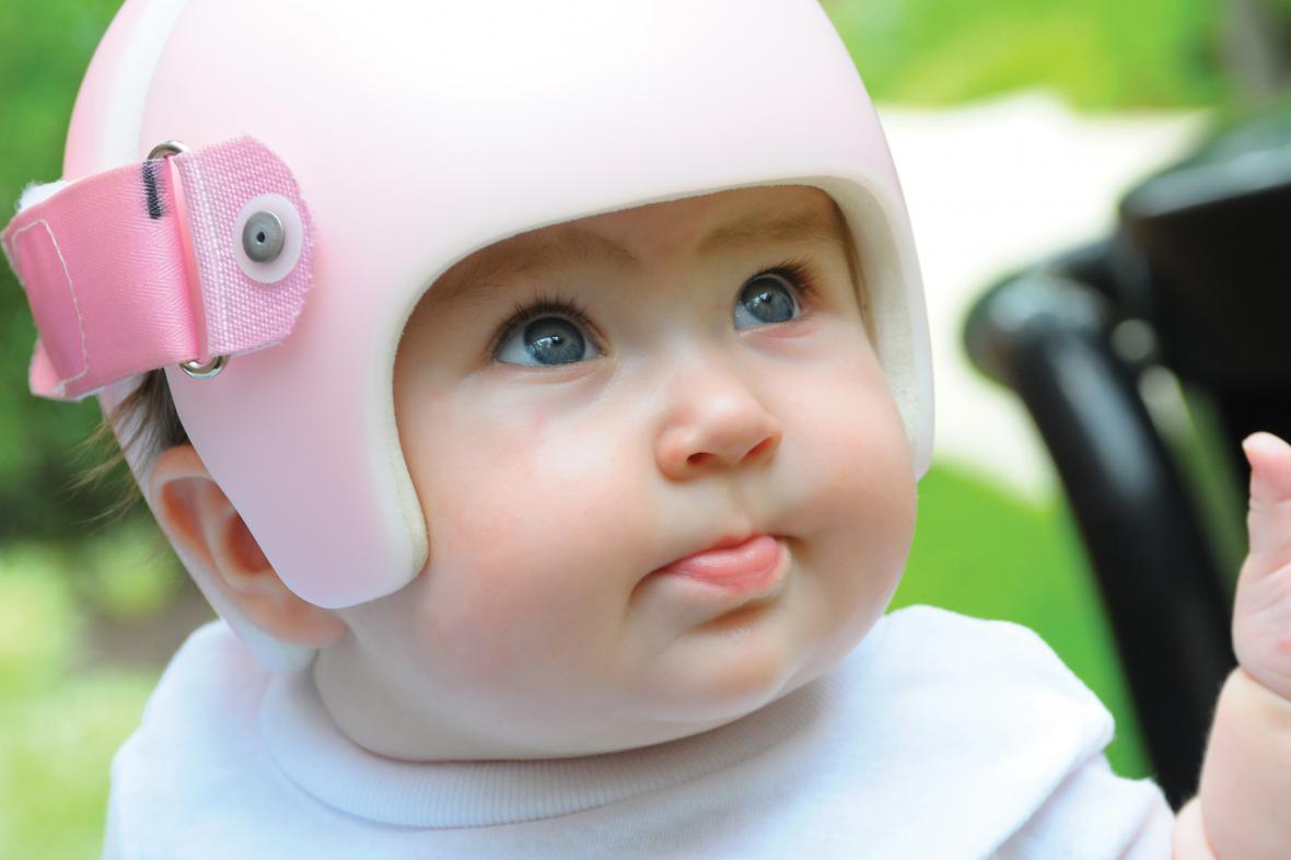 Dětská helmička pro ochranu před deformací lebky