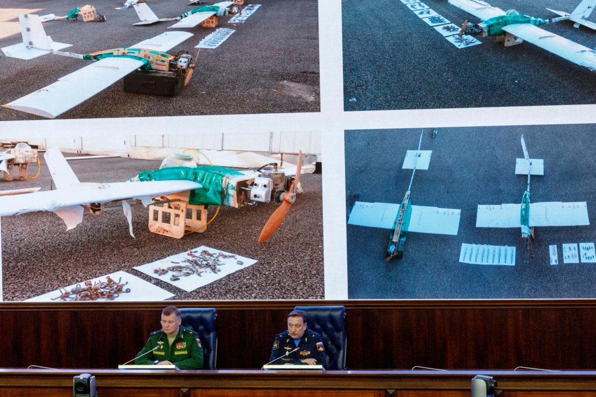 Rusové ukázaly drony, které útočily na jejich základnu v Sýrii
