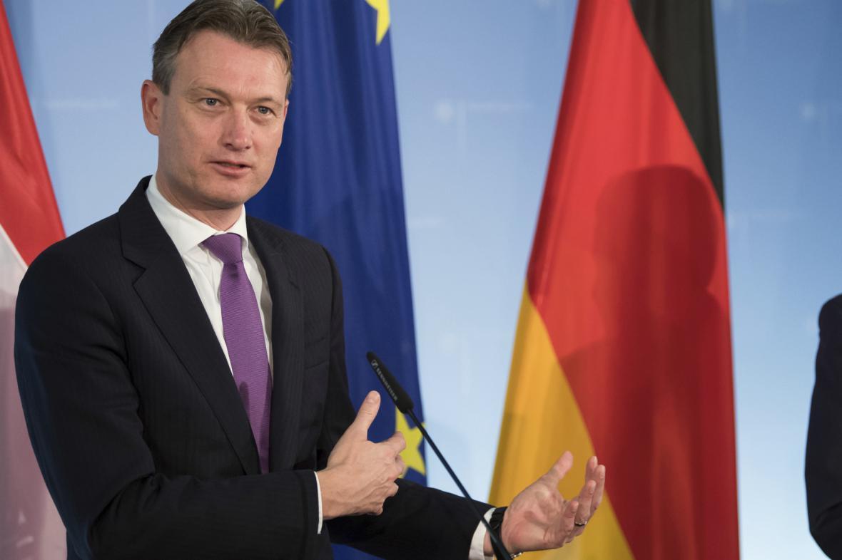 Halbe Zijlstra odstupující ministr zahraničí Nizozemska