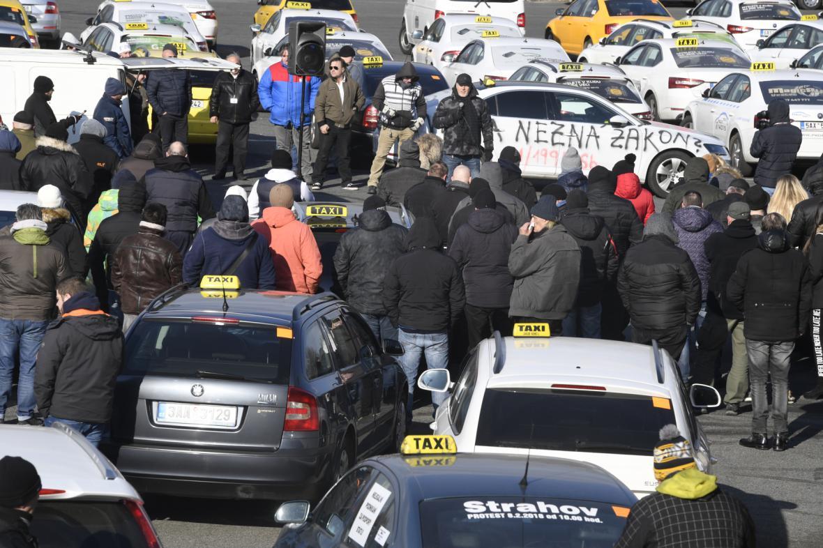 Setkání taxikářů na Strahově