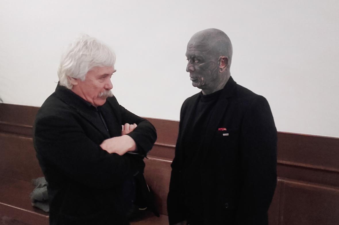 Jan Pospíšil a Vladimír Franz na chodbě soudu