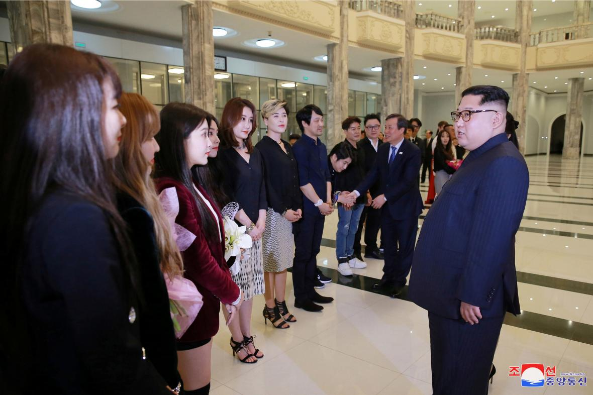Kim Čong-un a jihokorejské popové hvězdy