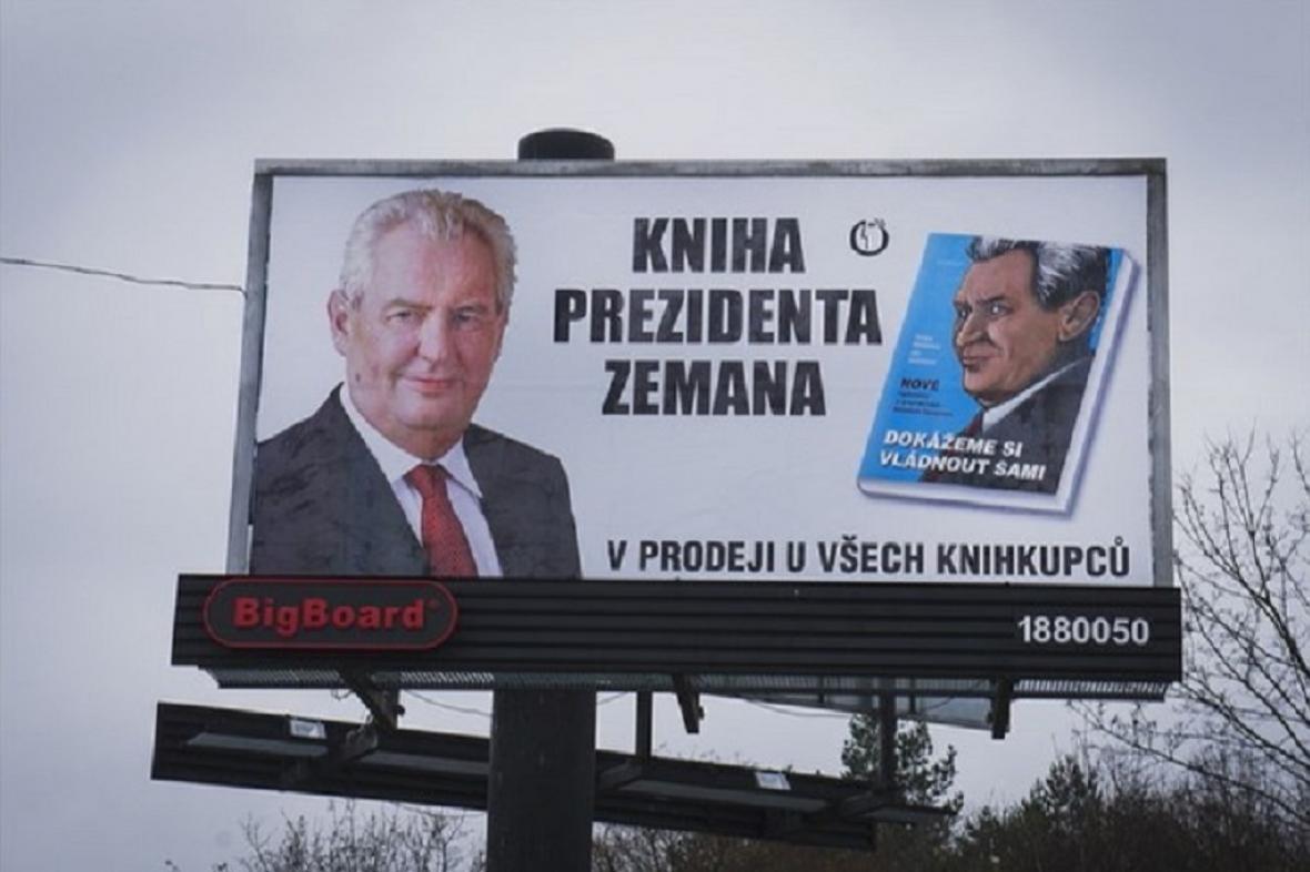 Za kampaň před prezidentskými volbami na knihu o Zemanovi dostlao vydavatelství pokutu 40 tisíc