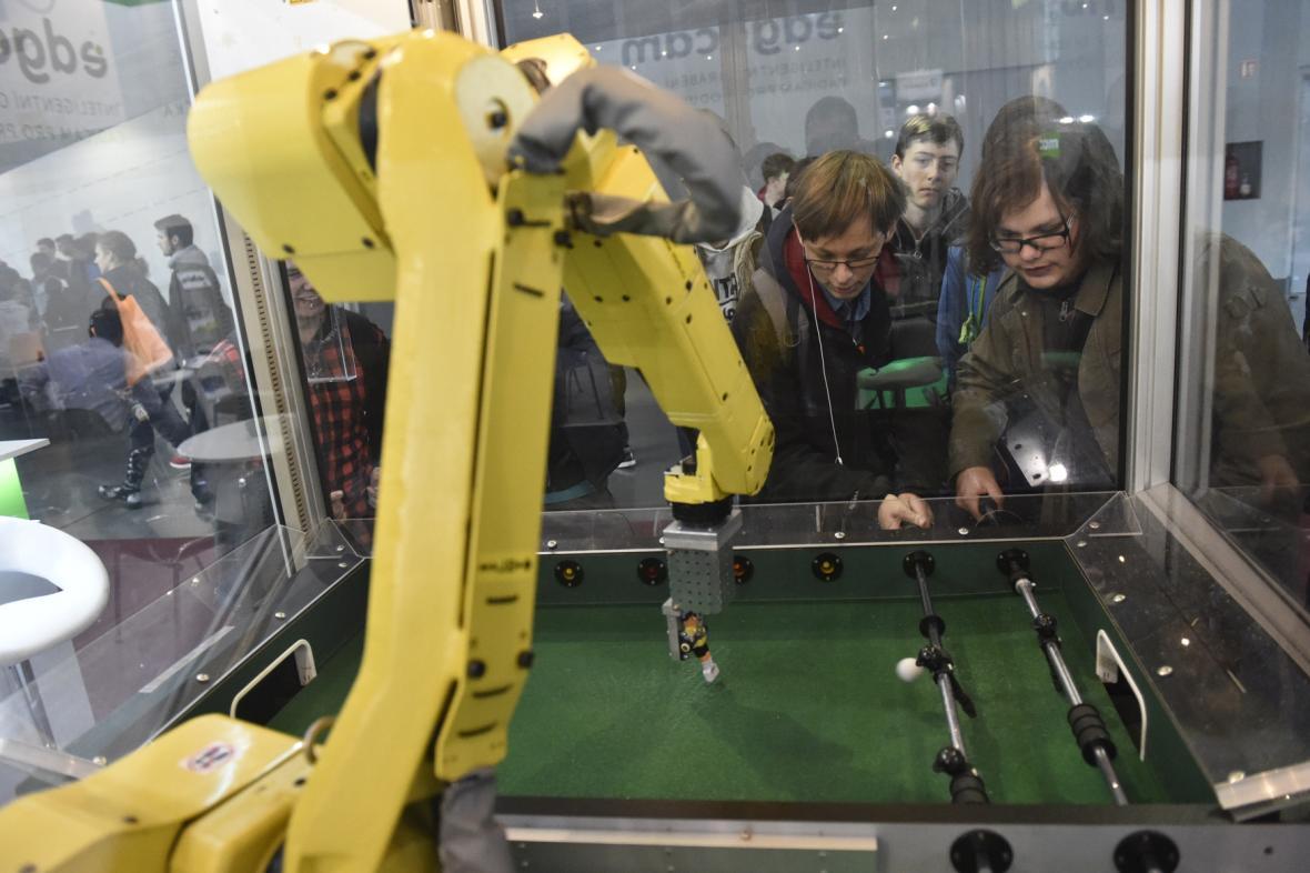 Robot Fanuc na Mezinárodním strojírenském veletrhu 2017