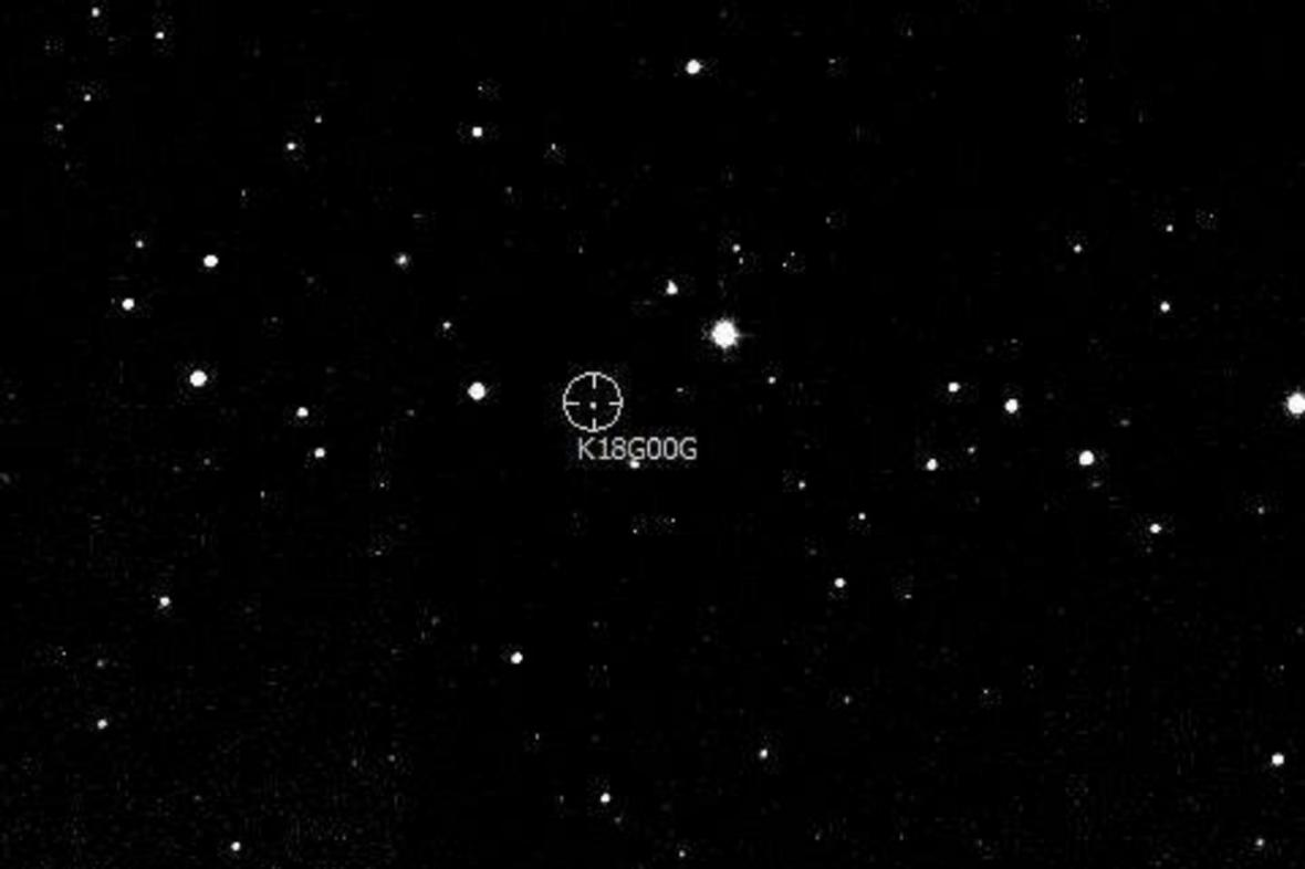 Takto nenápadně vypadá planetka 2018GG, která nás ohrožuje za 68 let. Snímek z 9. dubna 2018, expozice 3 sekundy, 1,06-m teleskop KLENOT Observatoře Kleť