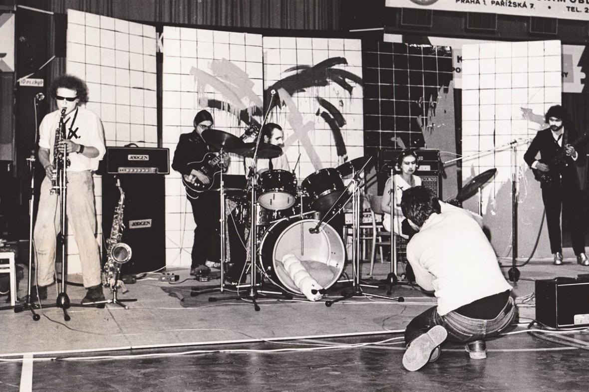 Extempore hraje první čtyři témata Velkoměsta Na Folimance, 1979