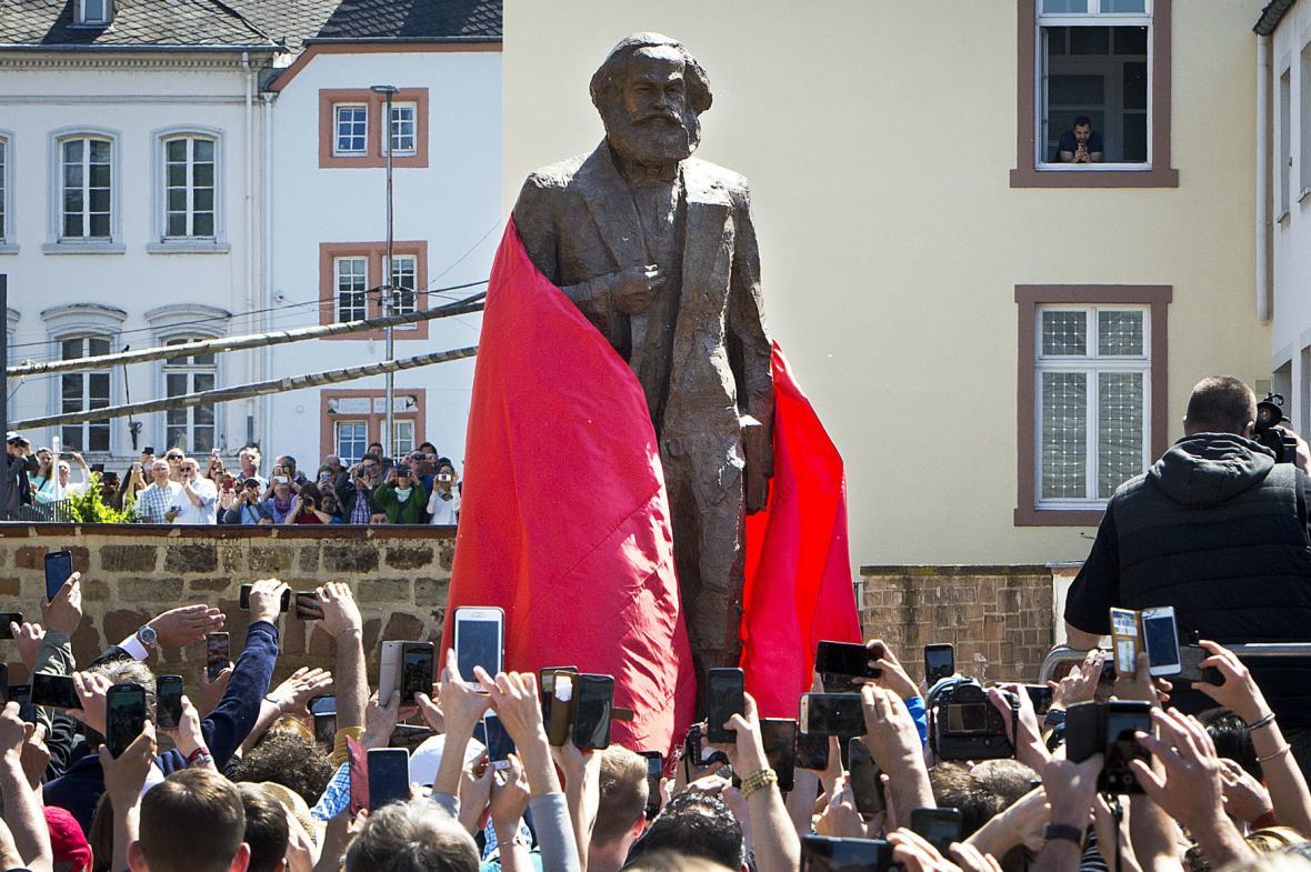 Odhalení sochy Karla Marxe v německém Trevíru