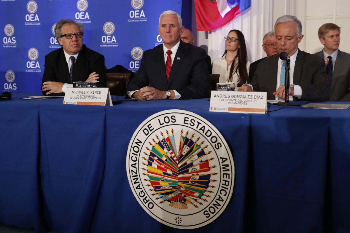 Mike Pence na zasedání Organizace amerických států