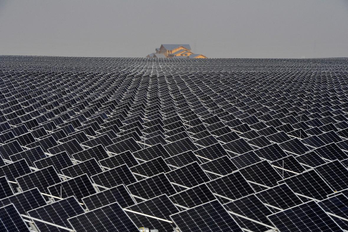 Čína je světovým lídrem v oblasti objemu investic do obnovitelných zdrojů energie