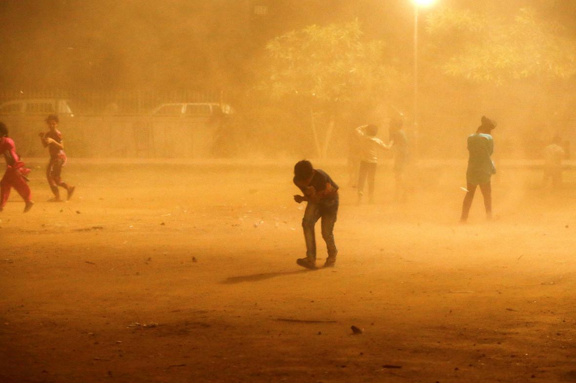 Indii zasáhla další silná písečná bouře