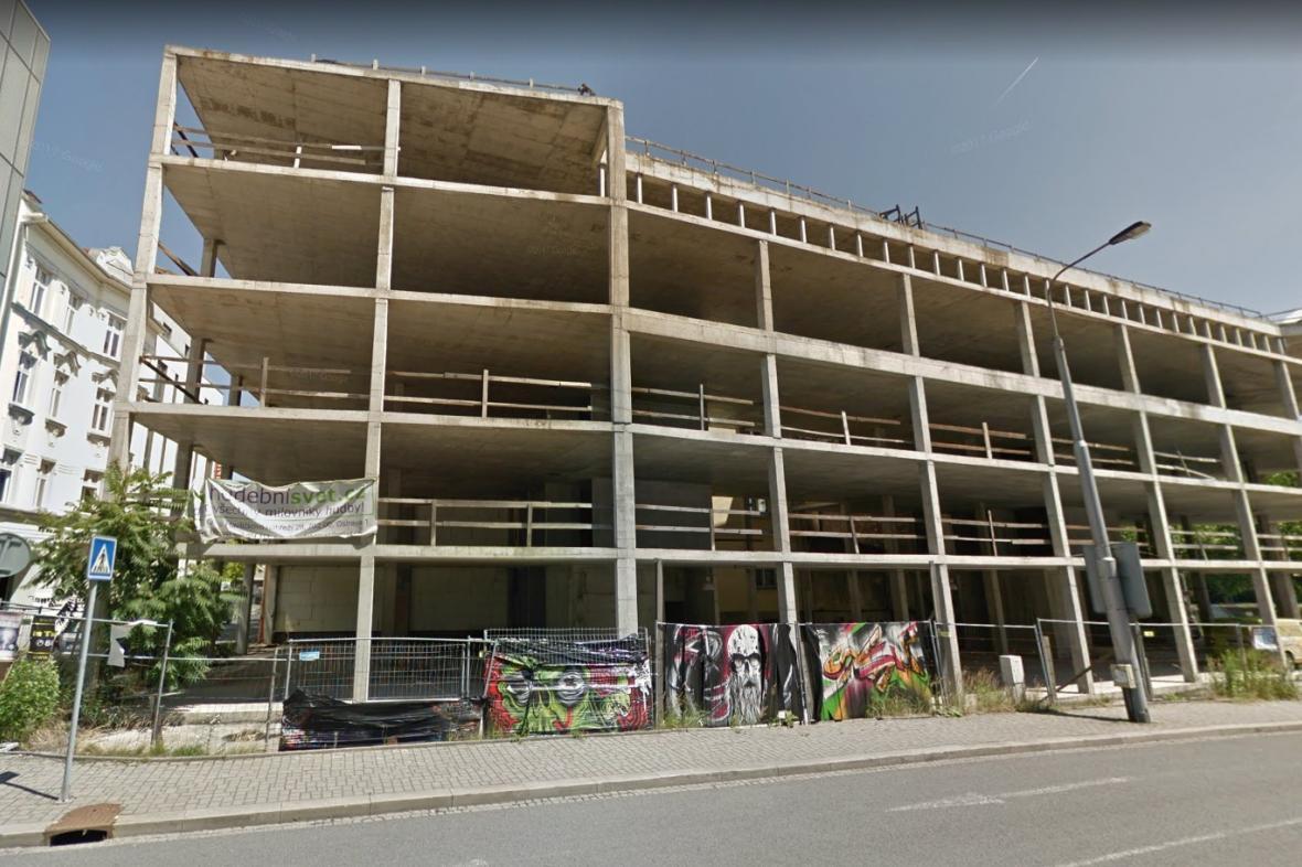 Nedostavěná budova v centru Ostravy