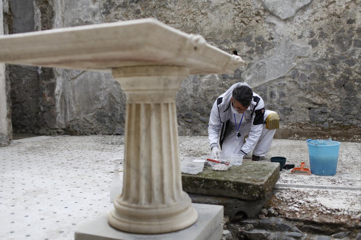 Archeologický výzkum v Pompejích