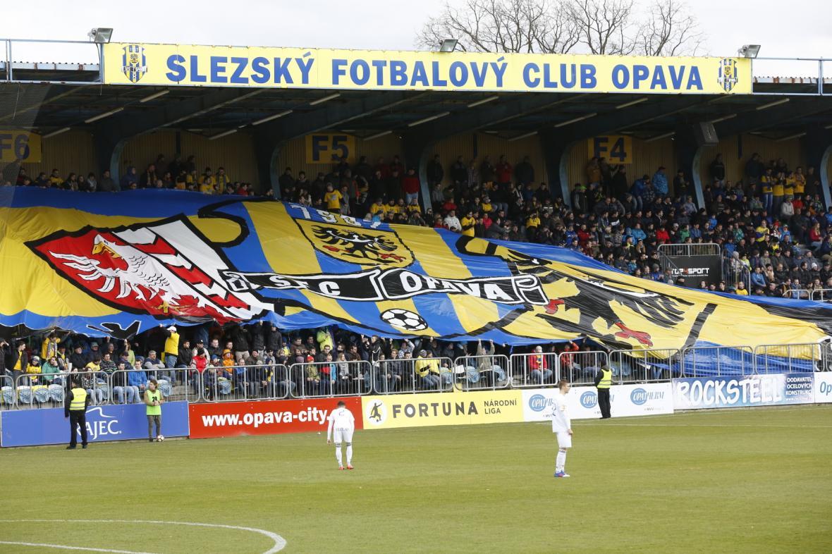Fanoušci Opavy na tribuně stadionu