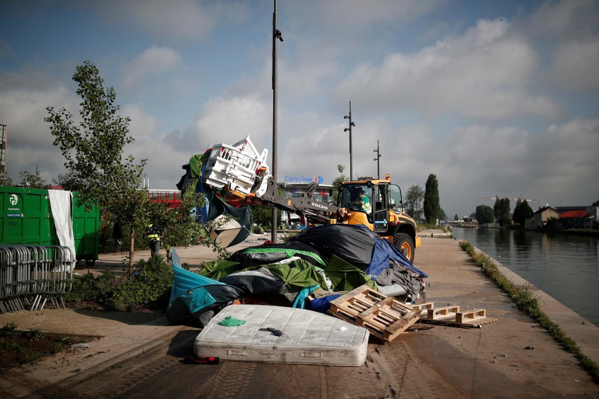 Vyklízení tábora v Paříži