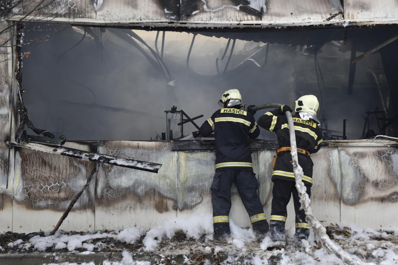Požár papírny a výrobny mucholapek v Židlochovicích