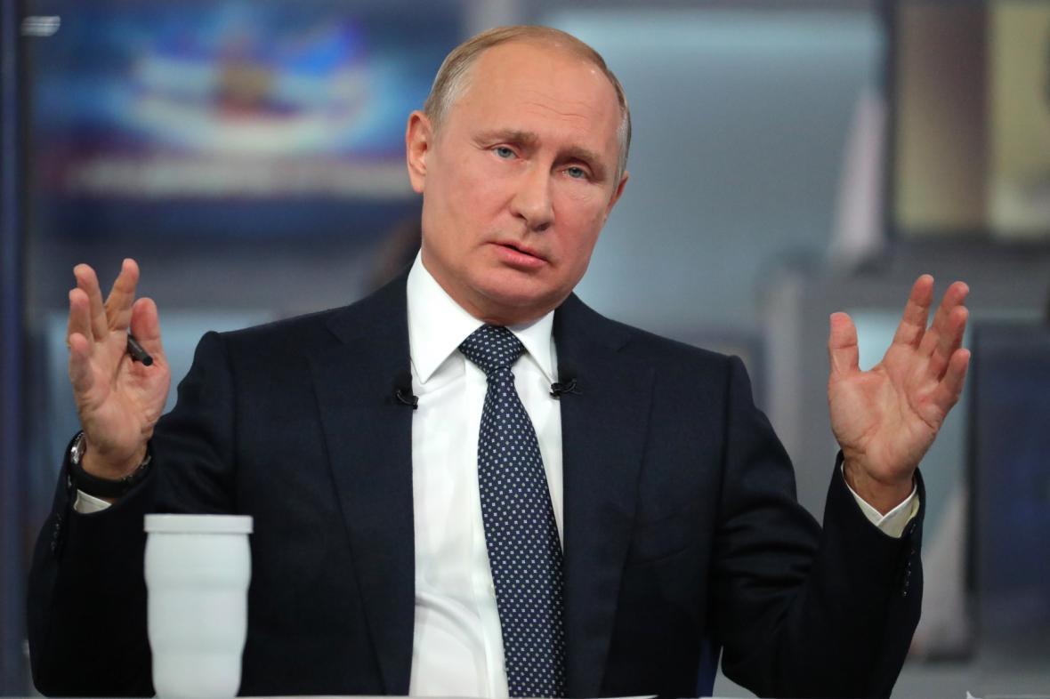Ruský prezident Vladimir Putin odpovída na dotazy ruských občanů