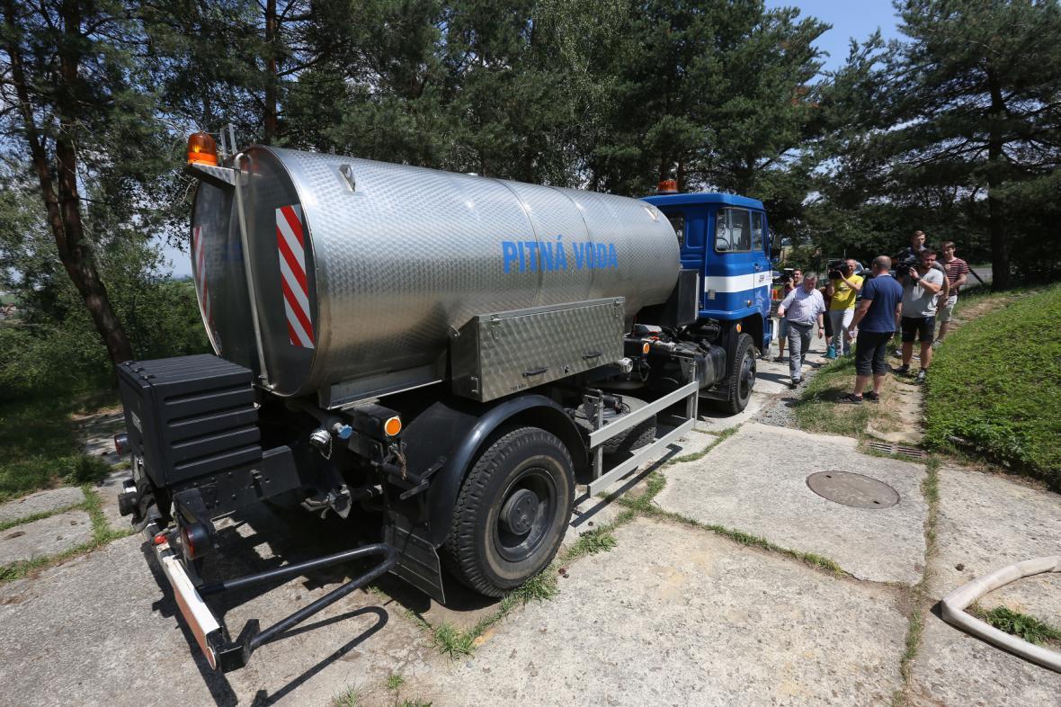 Zásobování pitnou vodou