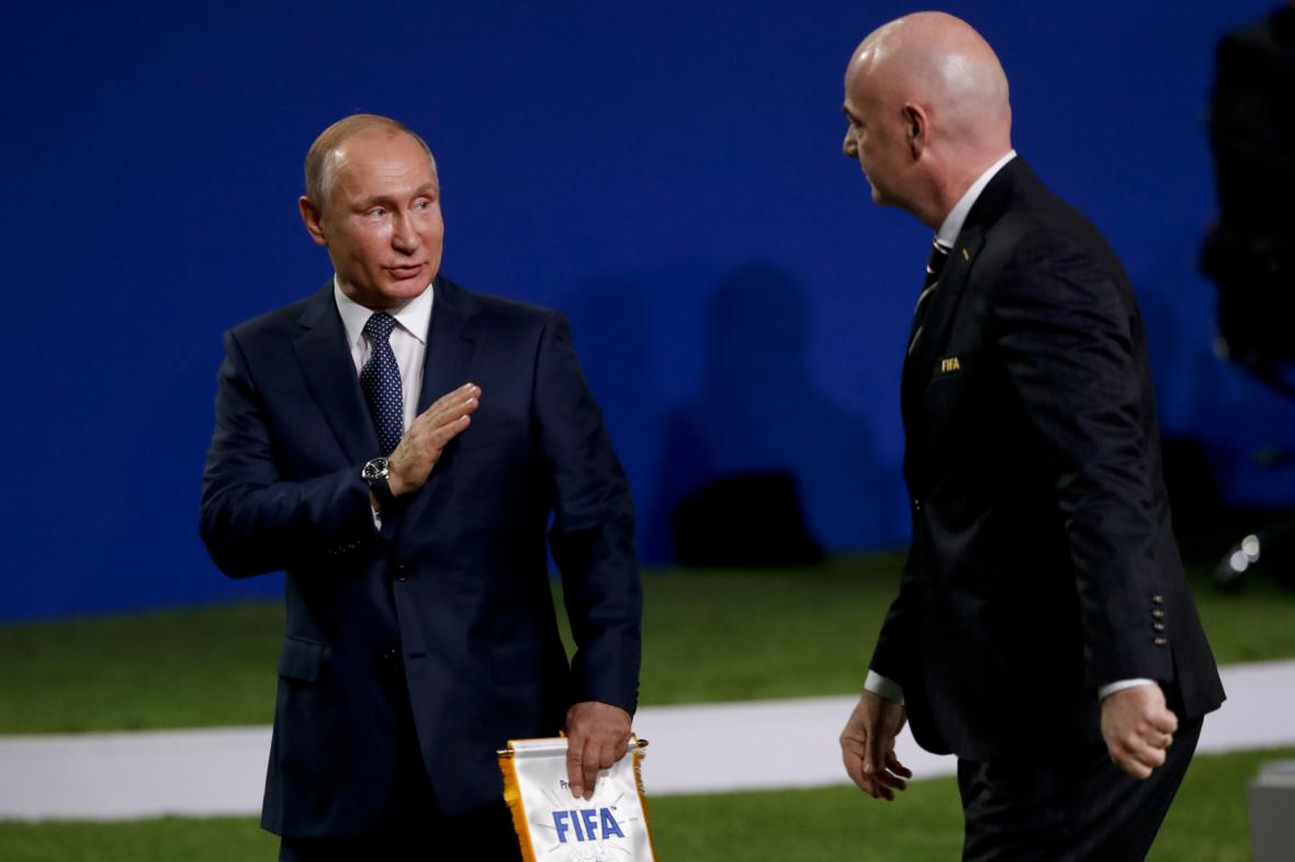Vladimir Putin a Gianni Infantino