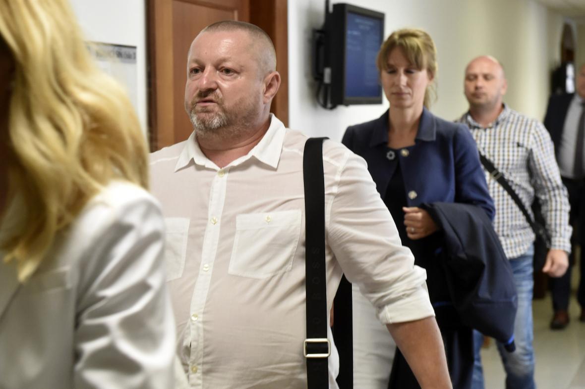 Obžalovaný Pavel Čaniga (vlevo), bývalý jednatel a majitel Likérky Drak