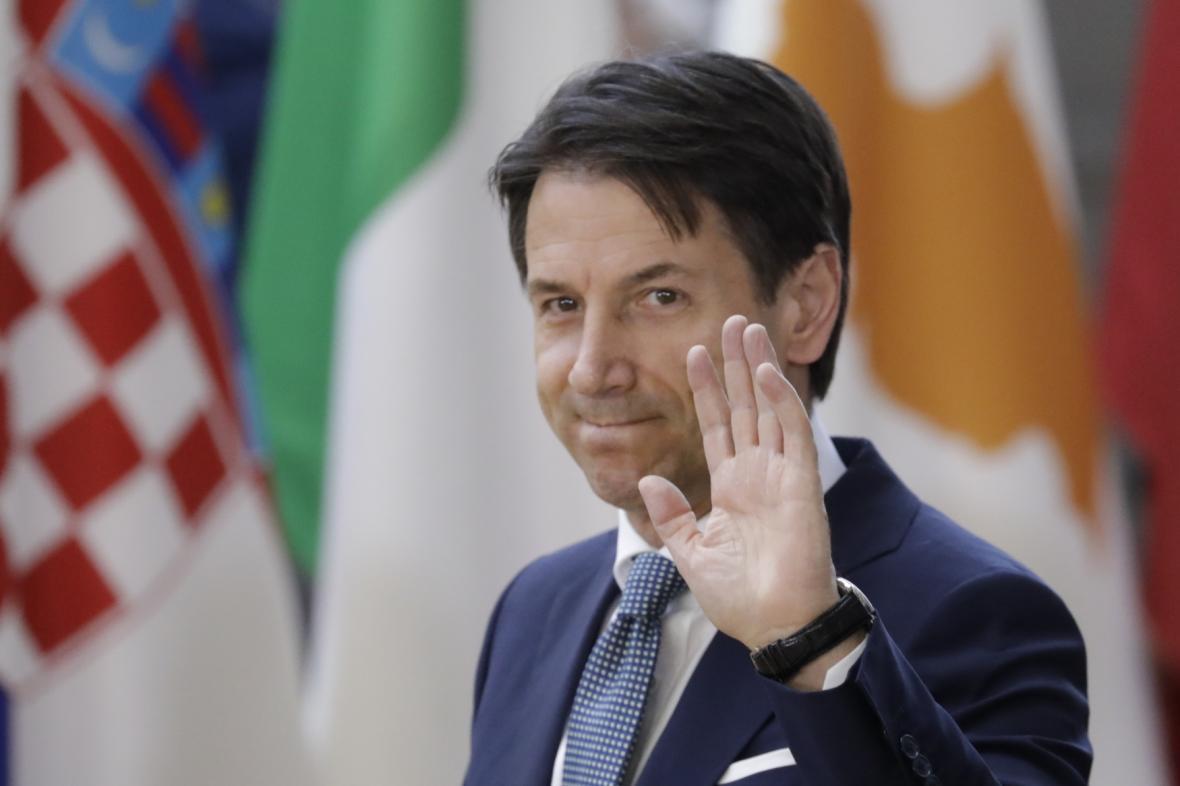 Italský premiér Giuseppe Conte při příjezdu na summit