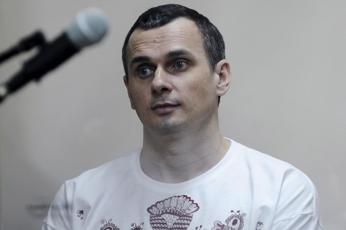 Oleg Sencov u ruského soudu v roce 2015