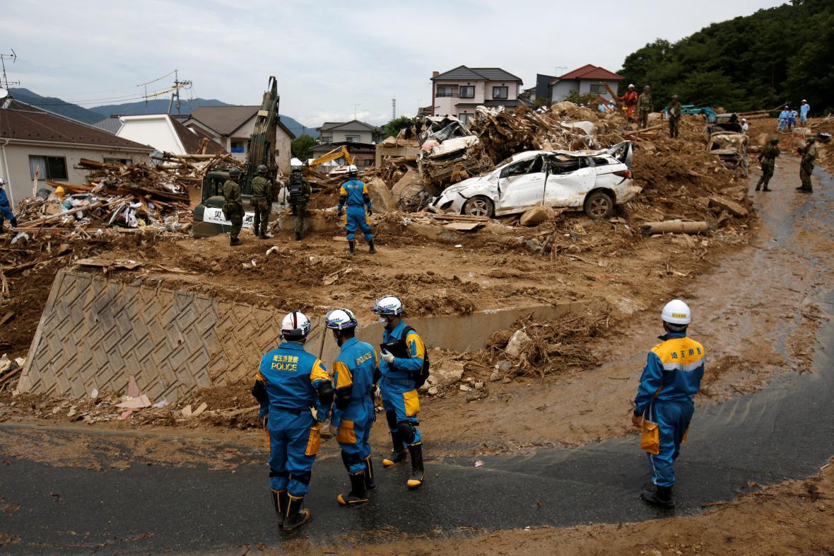 Záchranáři pokračují v hledání obětí záplav