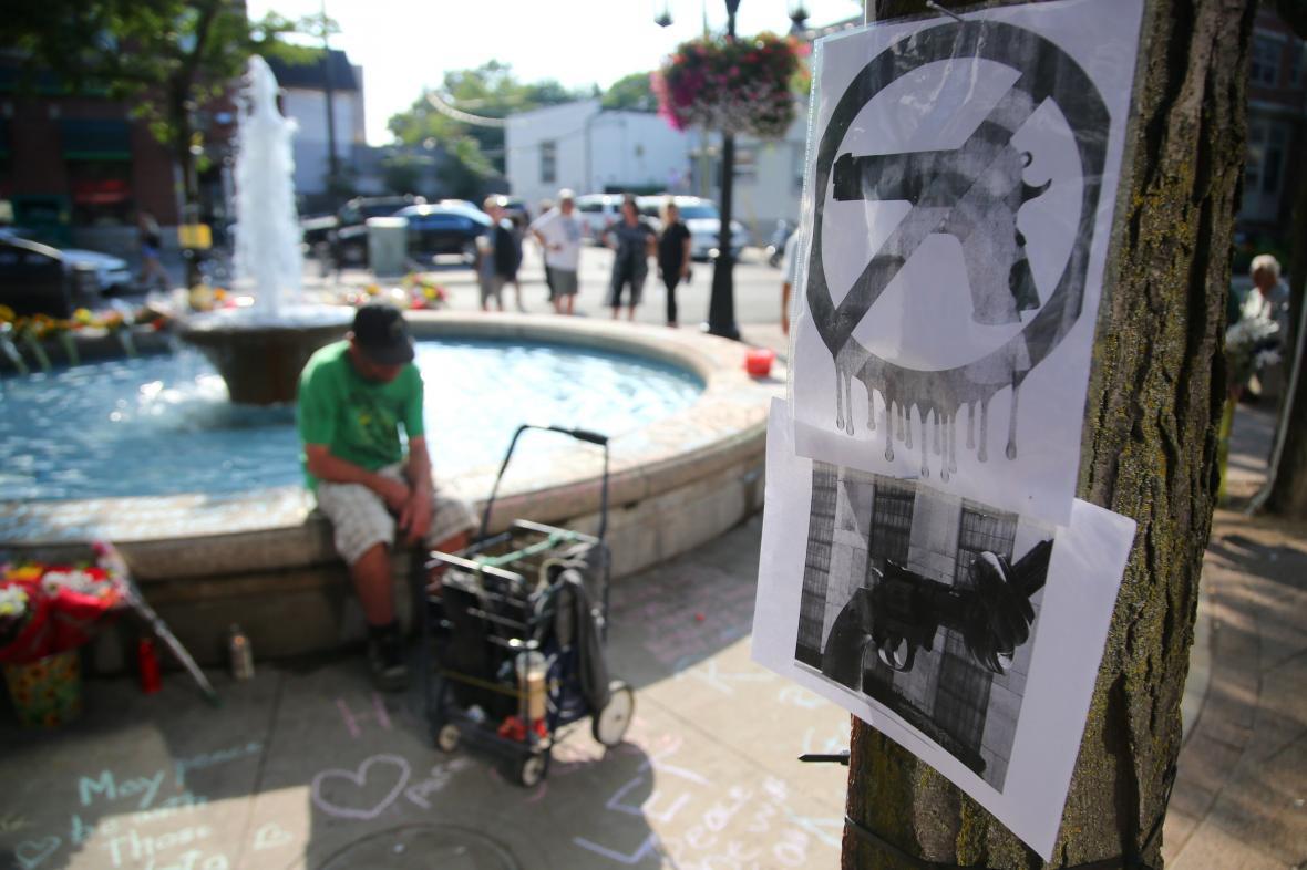 Po střelbě se v Torontu objevily plakáty požadující zákaz zbraní