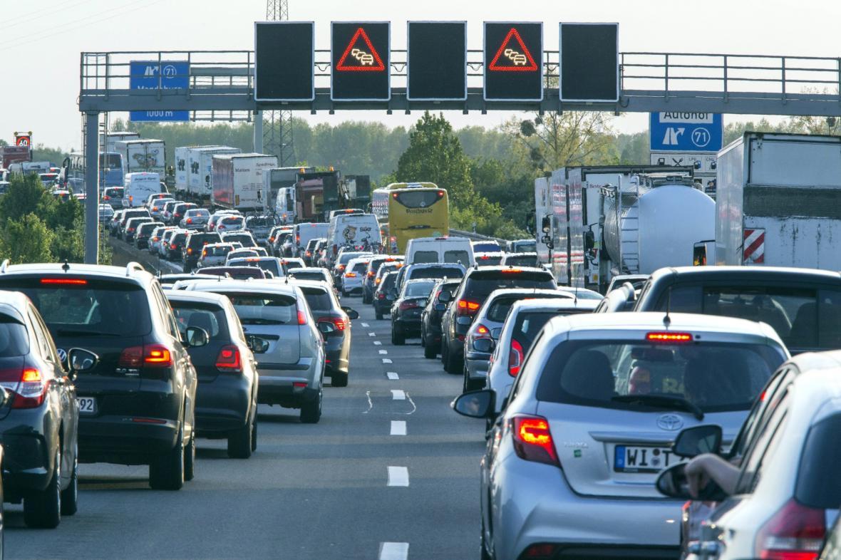 Kolona na německé dálnici