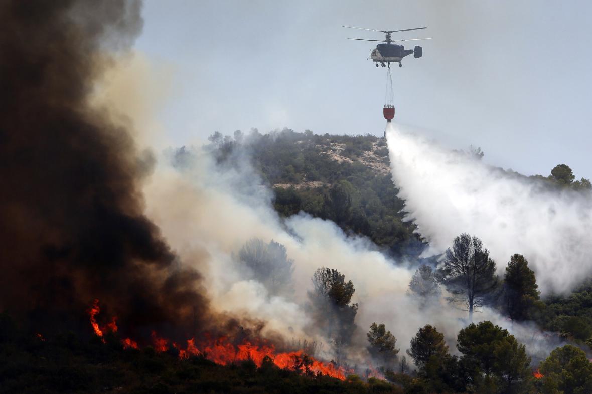 Hasiči likvidují požár u Valencie