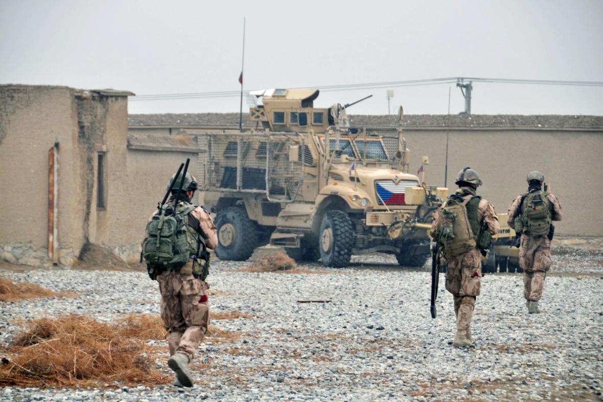 Čeští vojáci na základně Bagrám