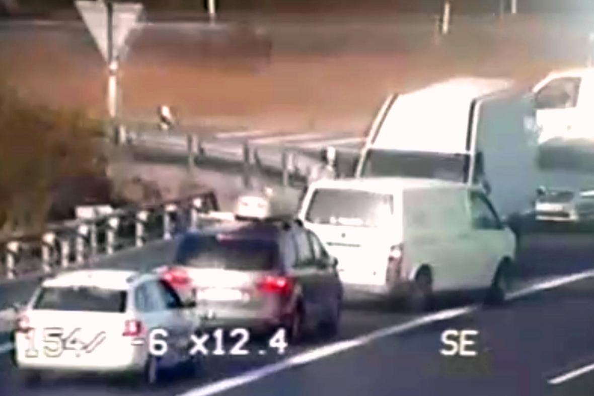 Policie zveřejnila záznamy z kamer