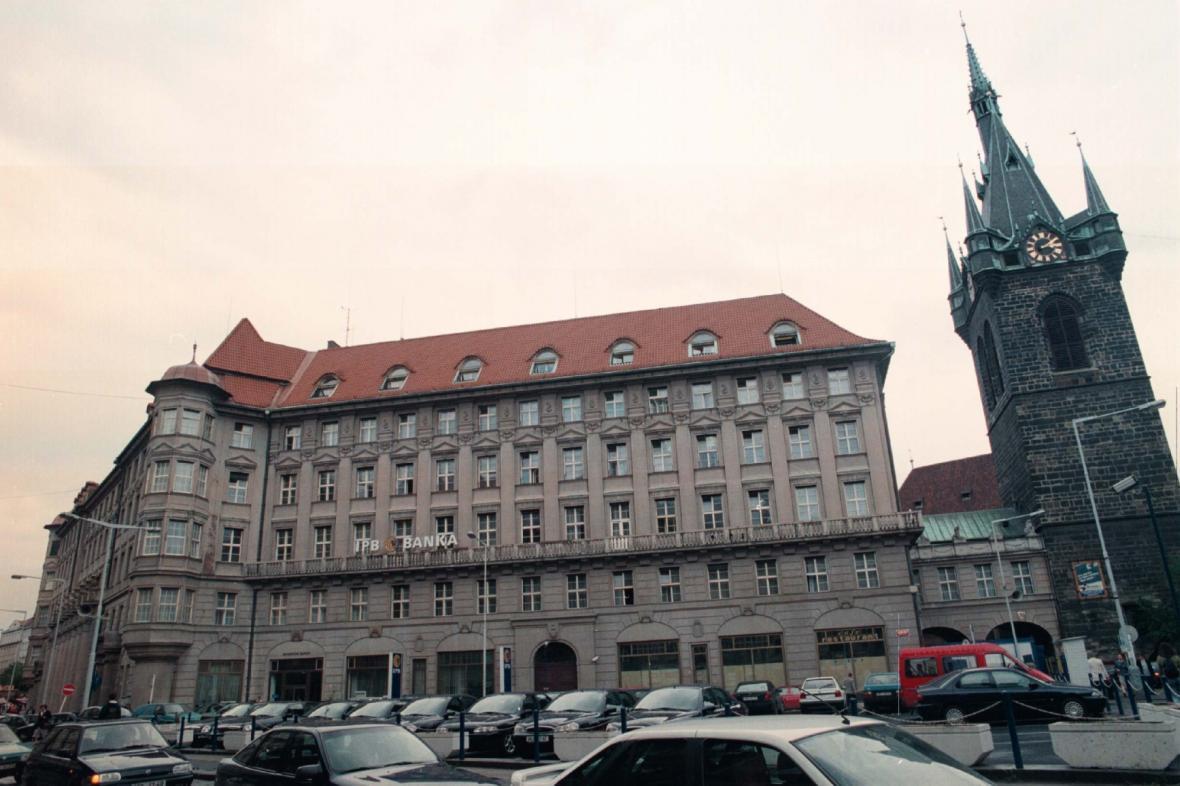Bývalé sídlo Investiční a poštovní banky (na snímku z 22. května 1997) v centru Prahy na Senovážném náměstí koupila rakouská developerská skupina UBM.