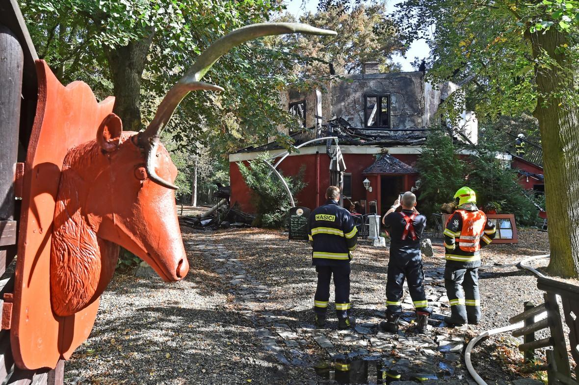 Následky požáru loveckého zámečku Dvojhradí