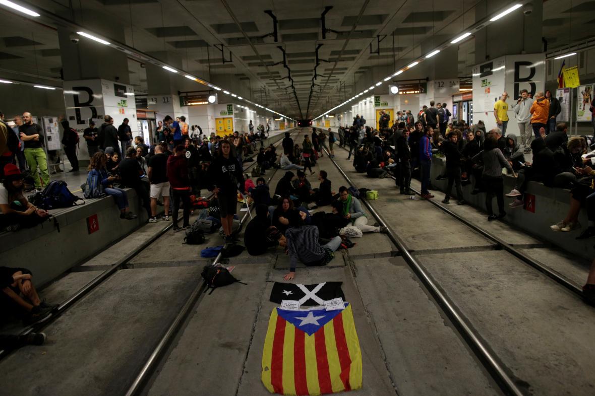 Separatisté blokují vysokorychlostní železnici ve městě Girona