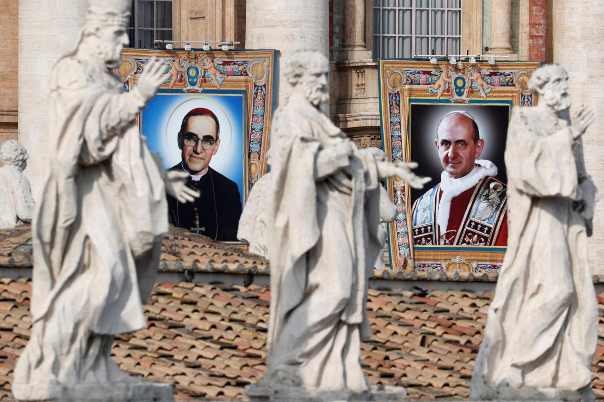 Papež František prohlásil za svaté bývalého papeže Pavla VI. a salvadorského arcibiskupa Óscara Romera