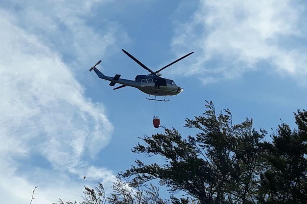 Zásah vrtulníku při požáru u Raspenavy