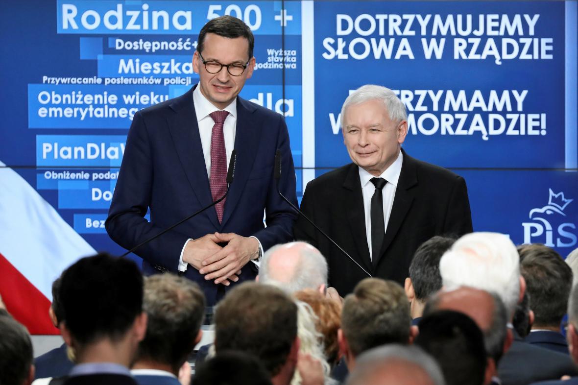 Premiér Mateusz Morawiecki a předseda PiS Jaroslaw Kaczynski