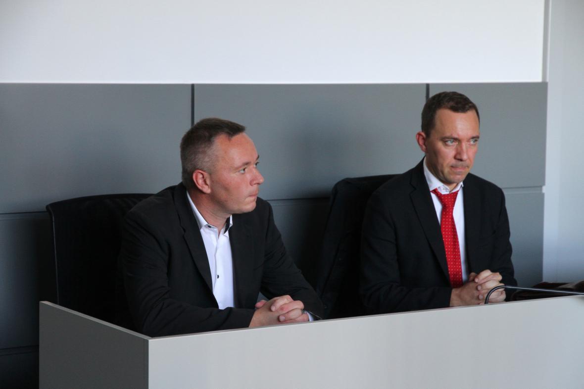 Bývalý policejní náměstek Karel Kadlec (vlevo) a jeho obhájce Tomáš Grepl
