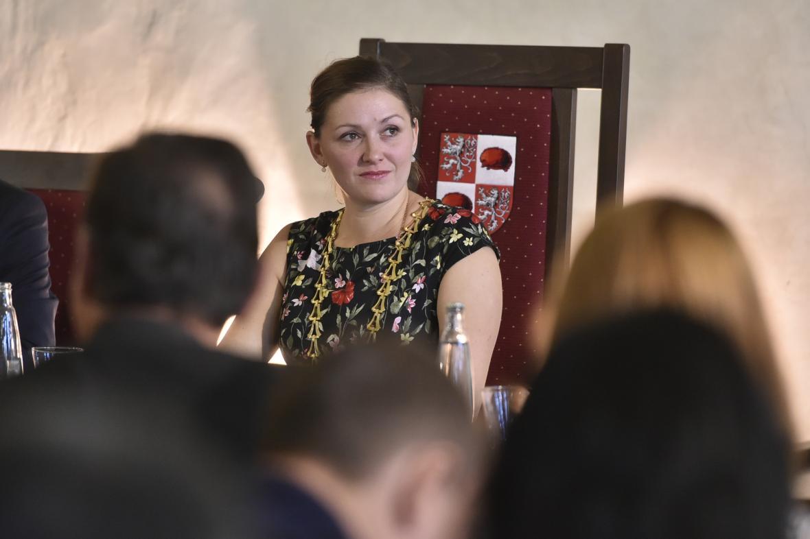 Primátorský řetěz si na krk pověsila Karolína Koubová z Fóra Jihlava