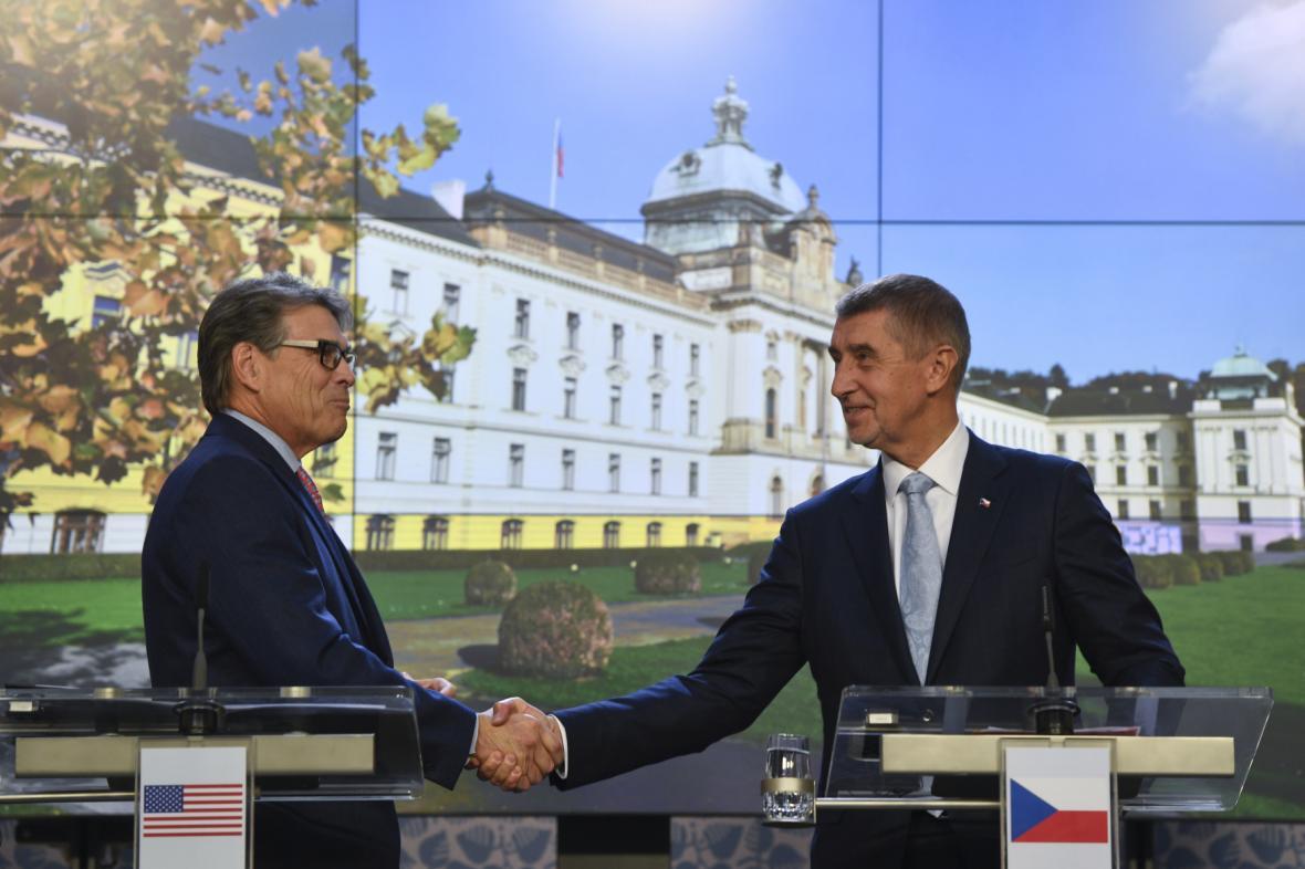 Ministr energetiky USA Rick Perry s premiérem Andrejem Babišem.