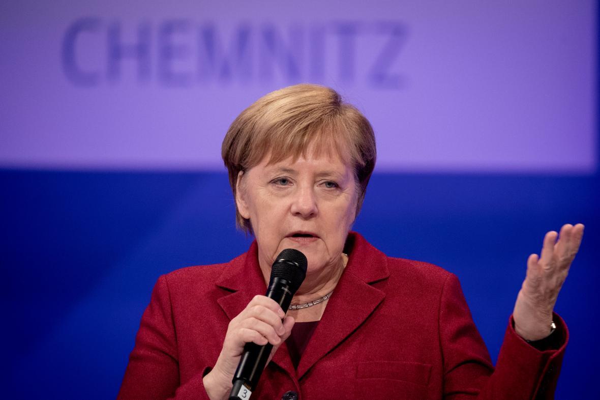 Angela Merkelové během veřejné diskuse v Chemnitzu